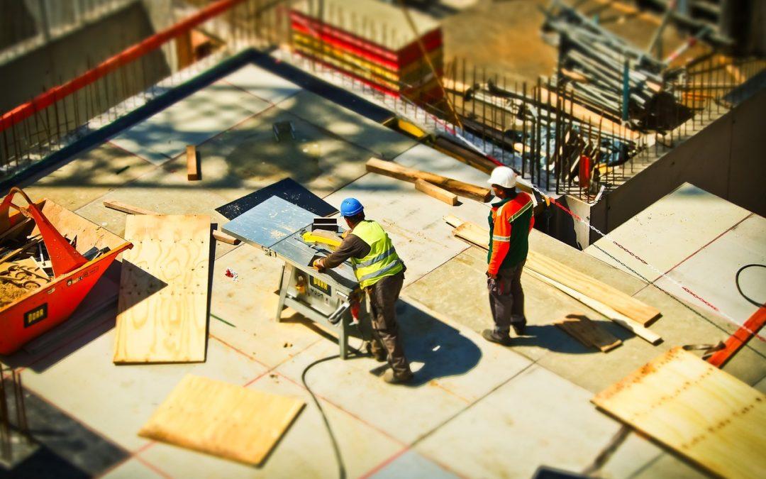 Ekipa budowlana, materiały i producenci – jak przygotować się do budowy domu?